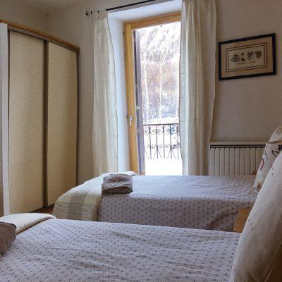 Les chambres chambre 1 fenetre lit