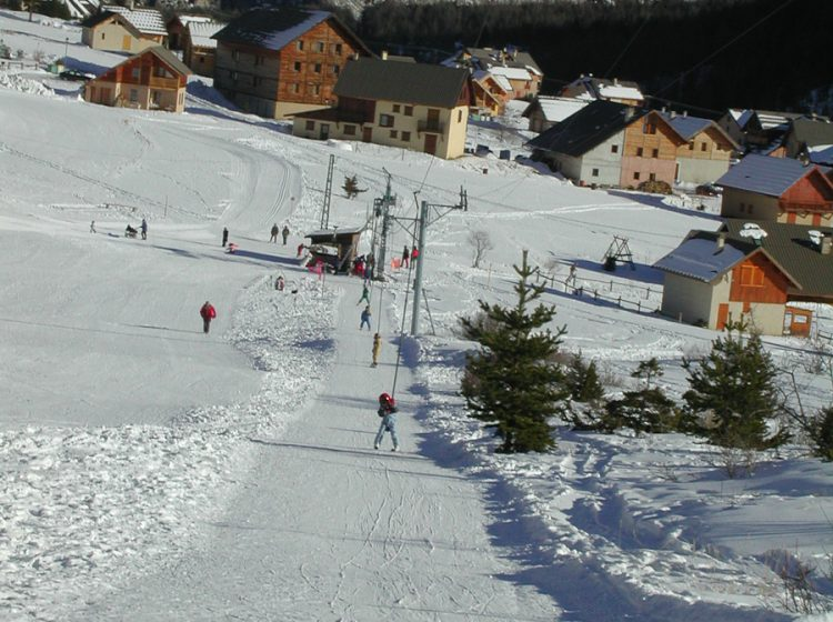 Skiing ski alpin 3